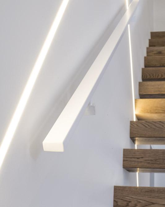 Painted Aluminum Handrail / Painted Rectangular Stainless Steel Brackets