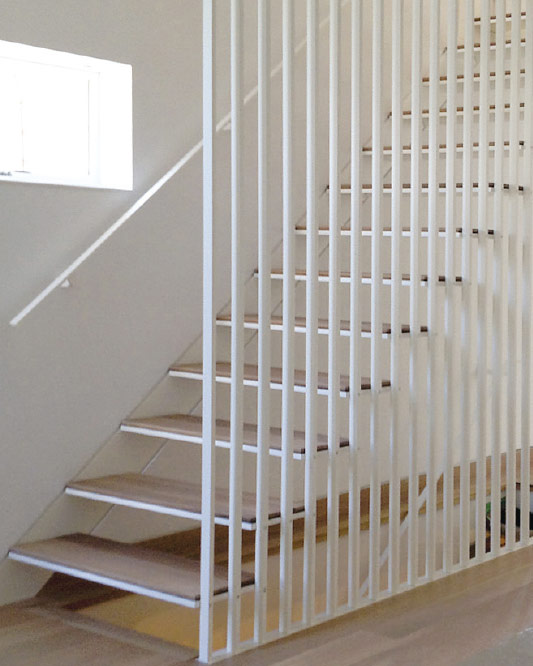 Slat Wall Guard Supported Stair / Metal And Wood Steps