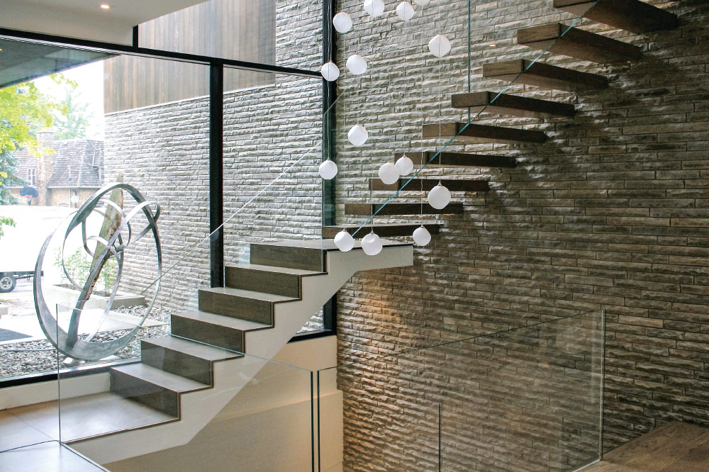 waterfall stair / wall cantilevered / extra clear glass
